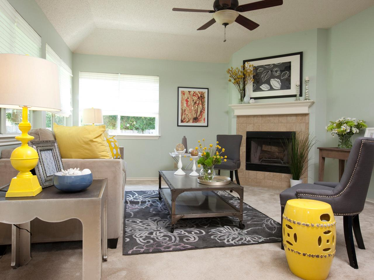 Mint-walls-soften-the-feeling-of-contrast-in-a-vibrantly-colored-room