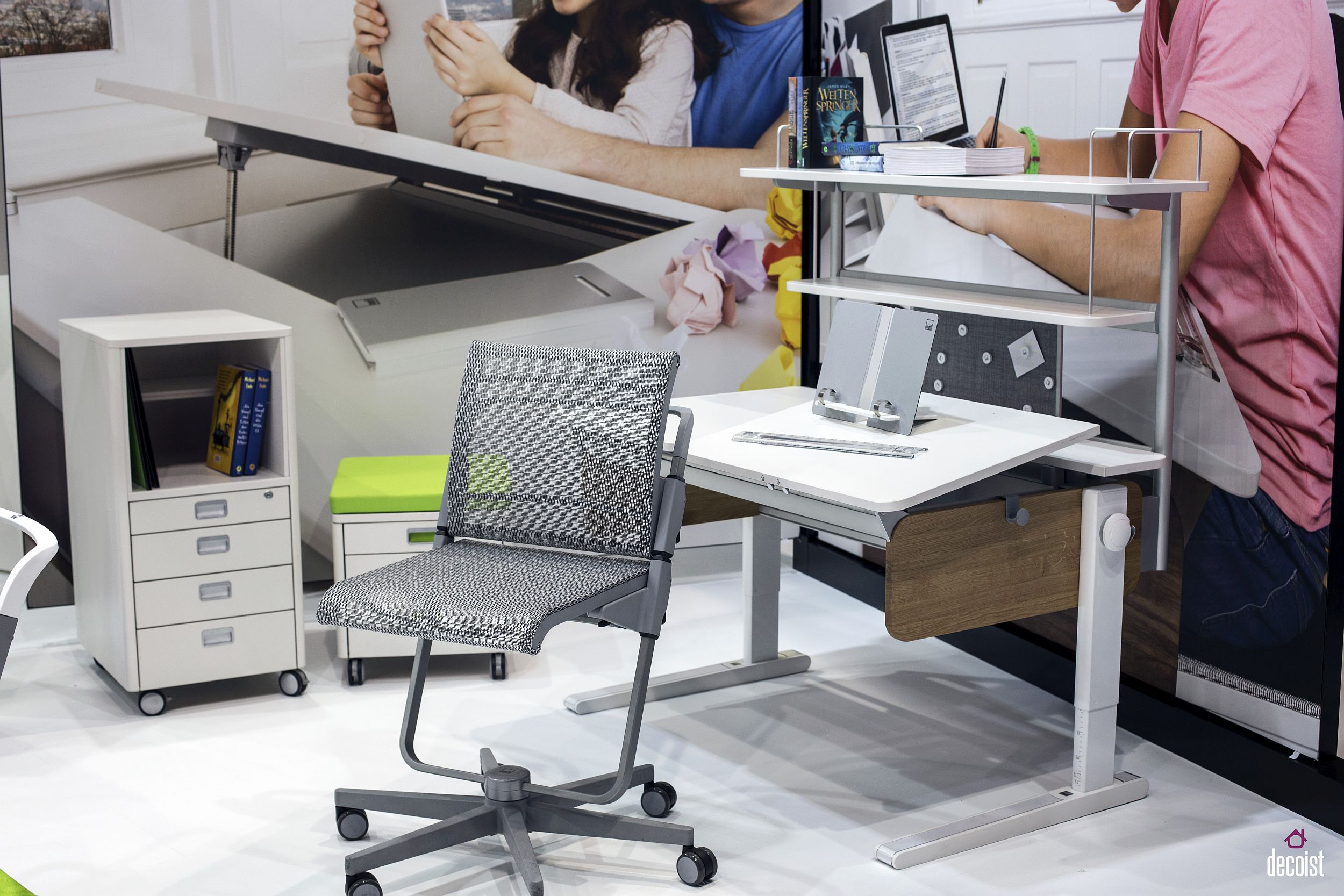 Smart-desks-are-great-for-both-kids-and-adults-alike