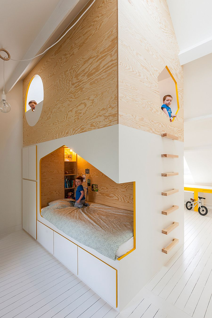 Bespoke-kids-bed-design-with-twin-beds-and-a-loft-playspace