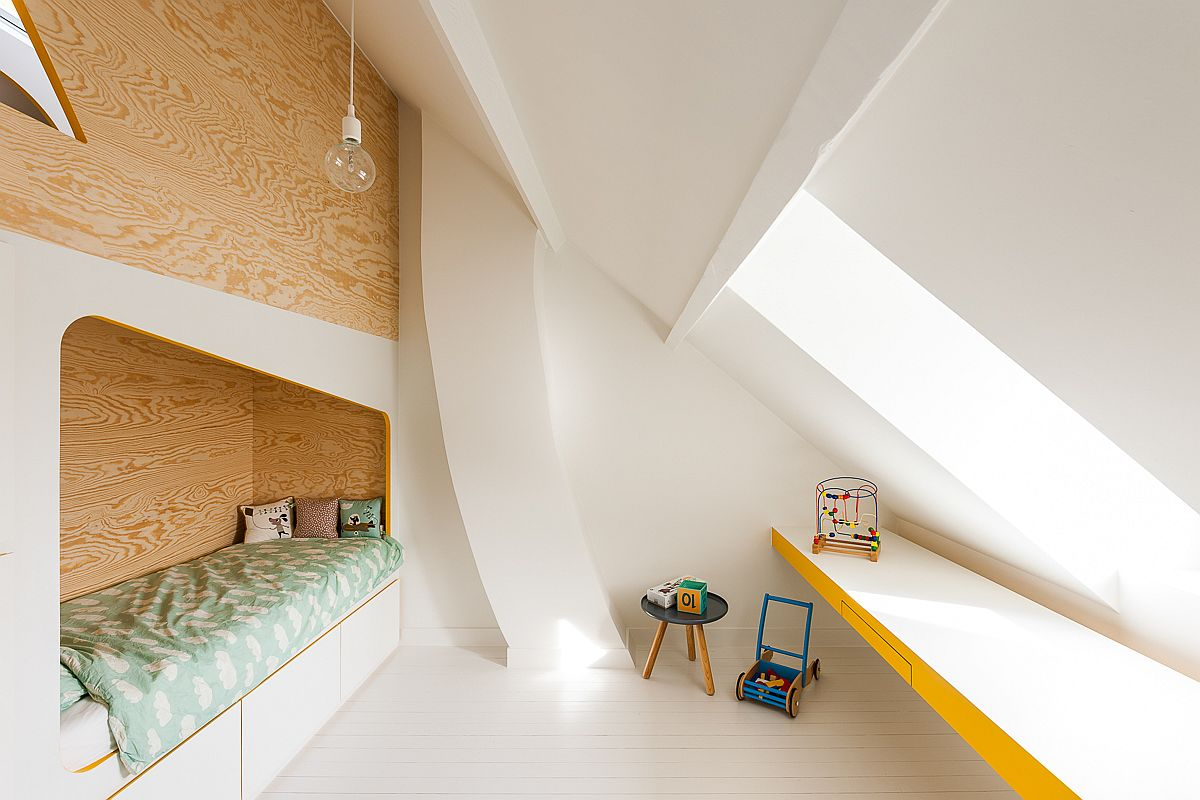 Large-window-brings-light-into-the-kids-room