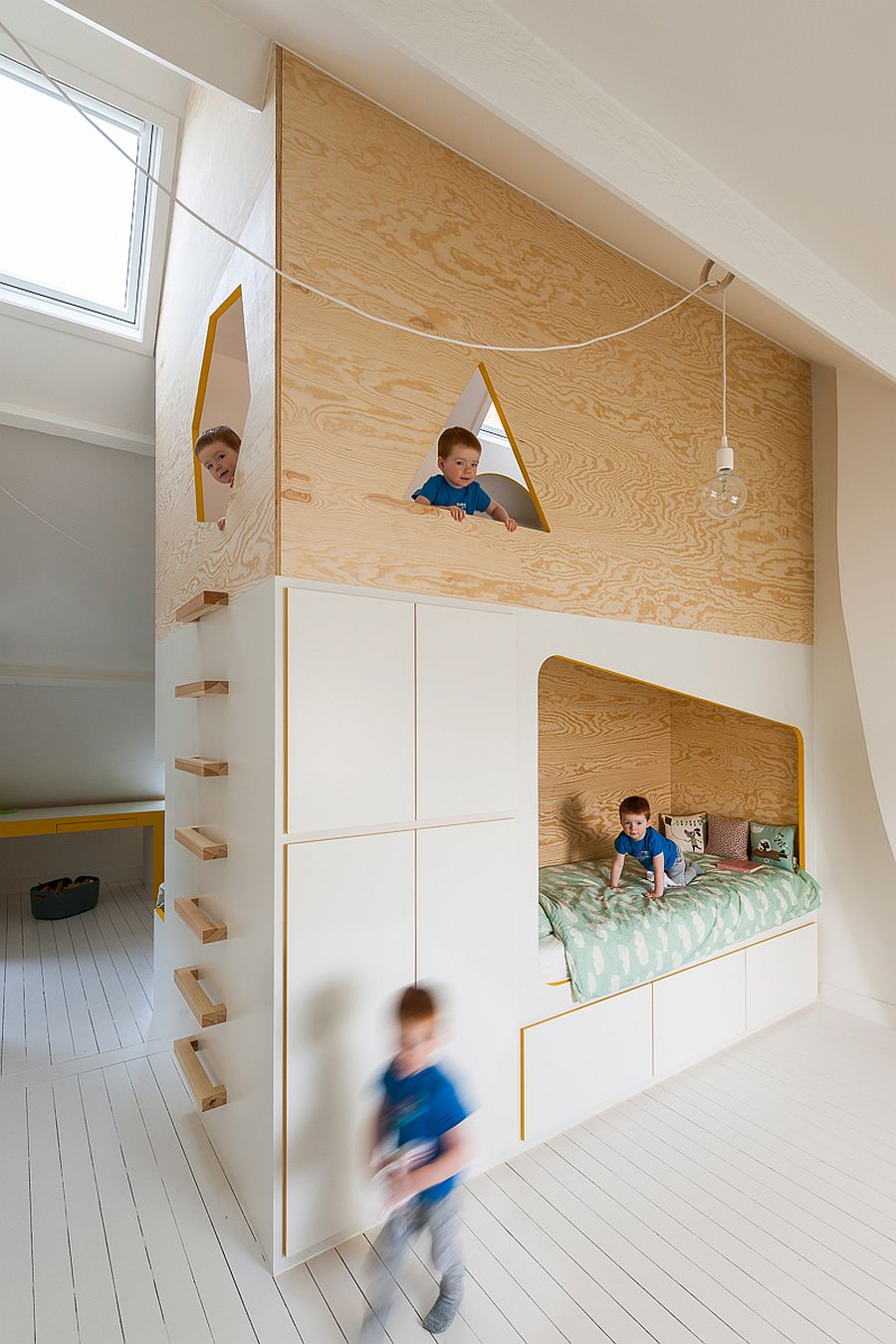 Twin-niches-for-the-beds-on-either-side-offer-ample-sleeping-space