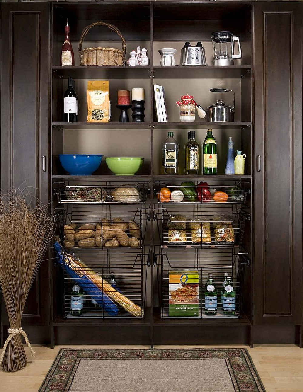 Wiry-baskets-bring-additional-storage-space-to-the-open-pantry